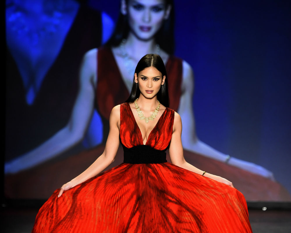 Pia Wurtzbach's Striking Red Outfit At Go For Red Event