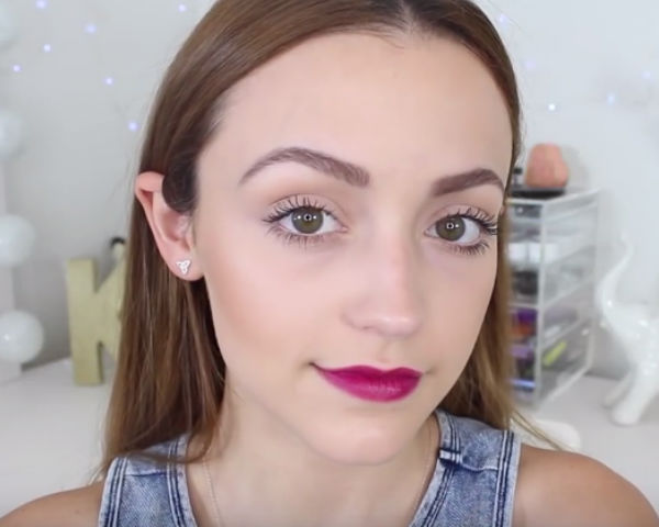 KathleenLights Demonstrates How To Achieve The Perfect Feathery Brows