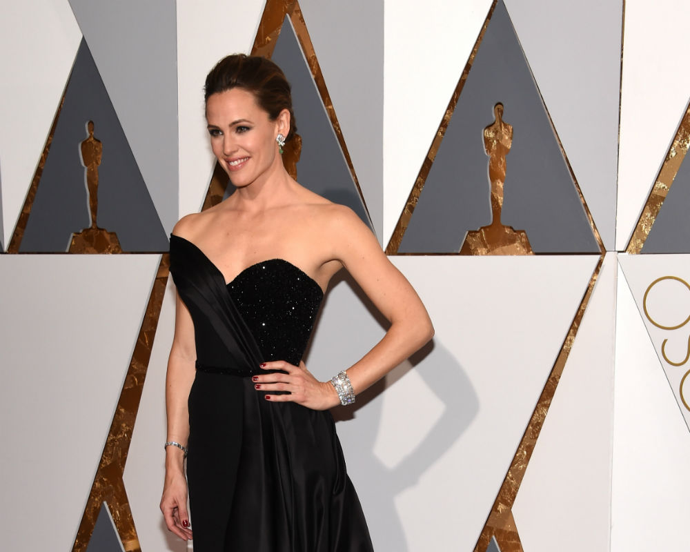 Jennifer Garner looked gorgeous in a Versace gown at the Oscars, but underneath the stunning dress she was dealing with a lot of issues