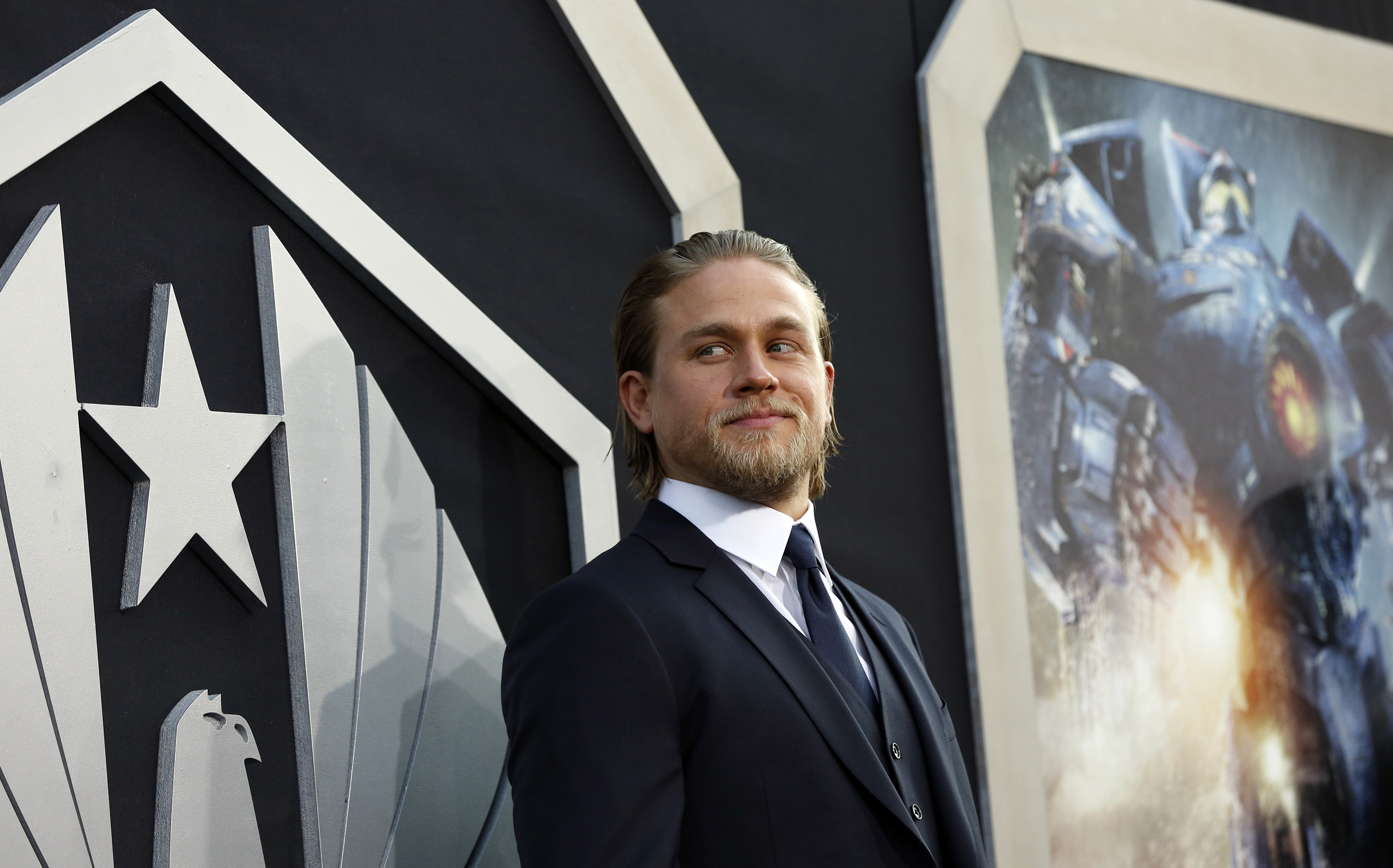 Charlie Hunnam 50 Shades Of Grey Casting Announced For Christian Grey Sons Of Anarchy Star Photos Movies Enstars