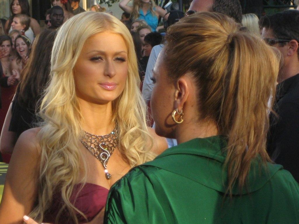 Paris Hilton on Red Carpet @ 2008 MTV Video Music Awards