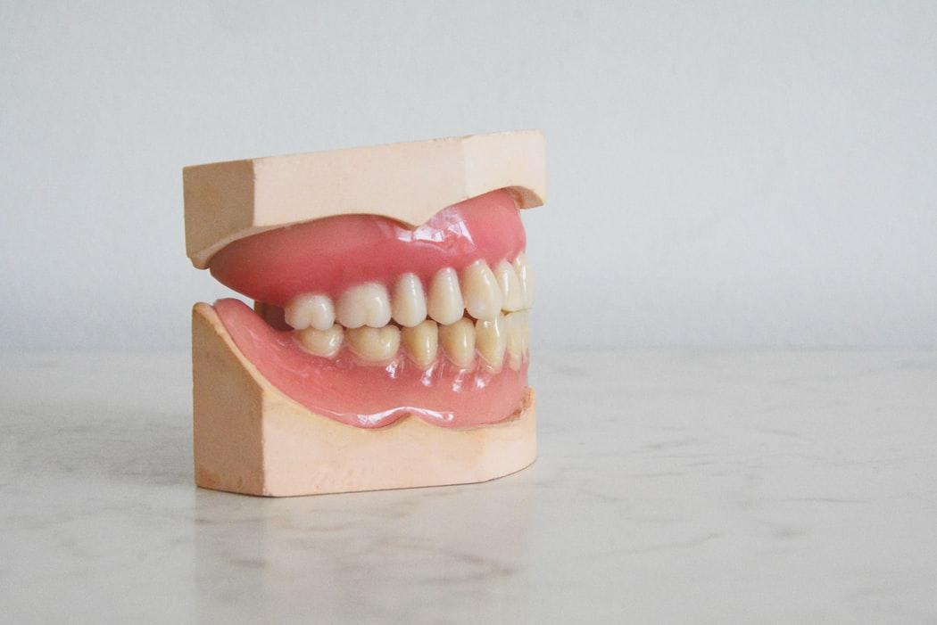Jason Derulo Hilariously Ruins Teeth In Failed 'Corn Challenge' [VIDEO]