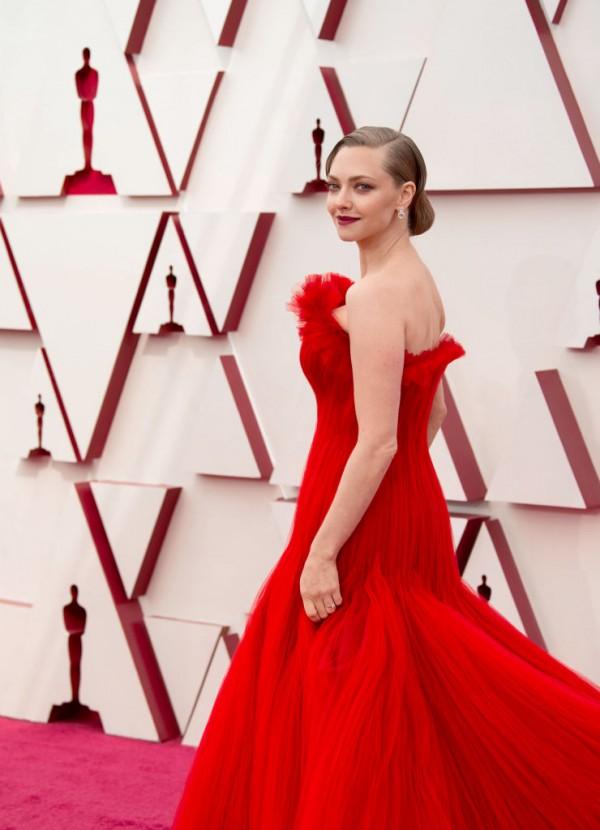 Amanda Seyfried Oscars 2021 dress