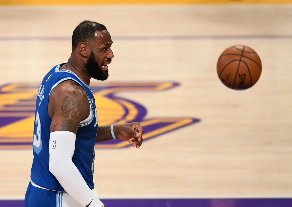 LeBron James Gets Viral For Oscar Worthy Scenes After Draymond Green Foul