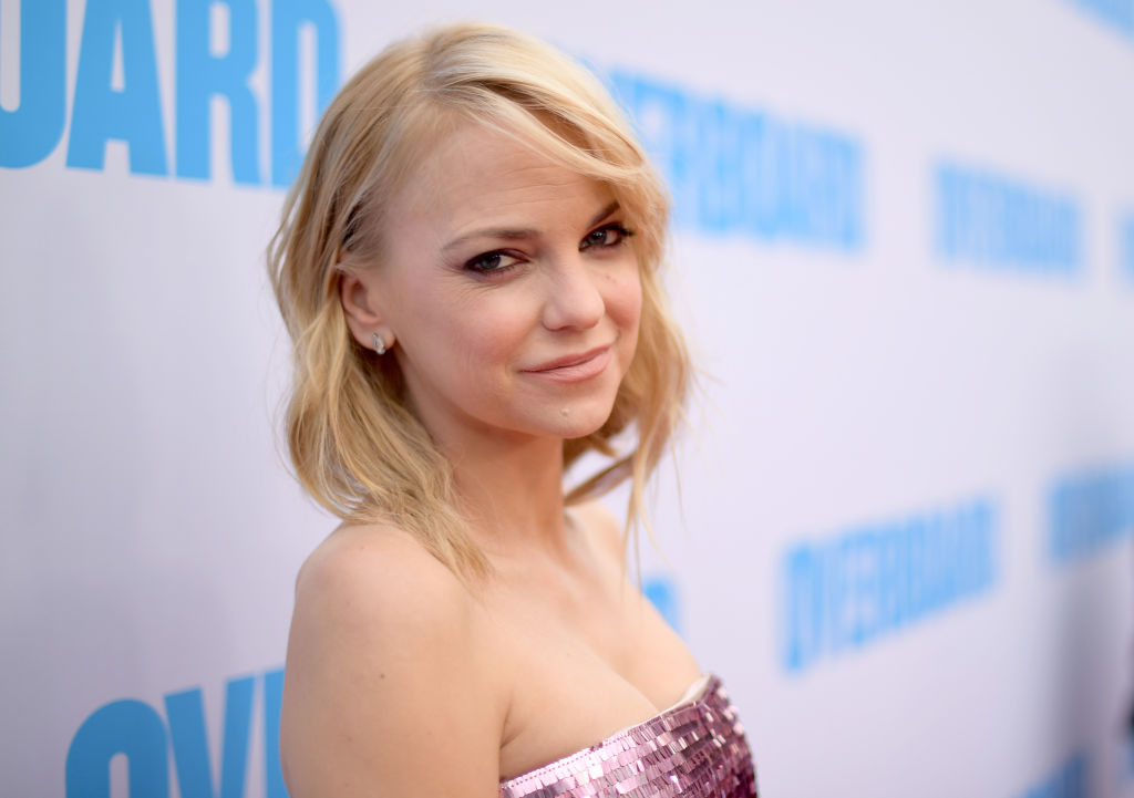 Details About Anna Faris' Elopement with Michael Barrett, Are They Officially Married? Faris Confirmed