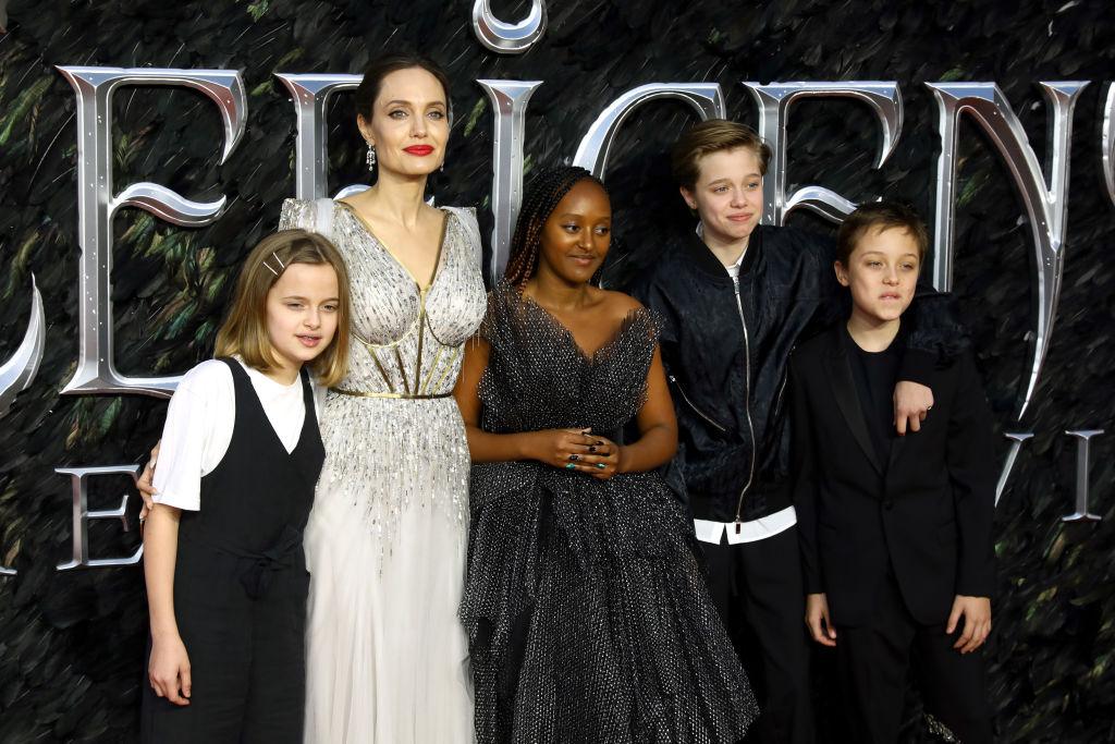 (L-R) Vivienne Marcheline Jolie-Pitt, Angelina Jolie, Zahara Marley Jolie-Pitt, Shiloh Nouvel Jolie-Pitt and Knox Jolie-Pitt