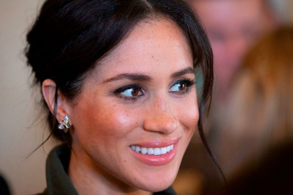 Meghan Markle Struggling To Hide 'Bloated Body' After Pregnancy? Duchess Tried Hard Using These As Cover [Report]