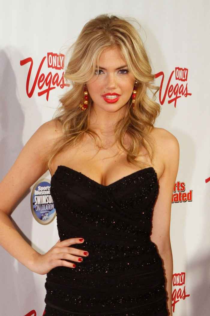 Kate Upton Showed Cleavage At Sports Illustrated Party In