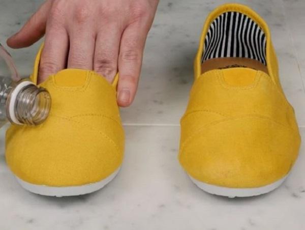 Waterproof shoes trick